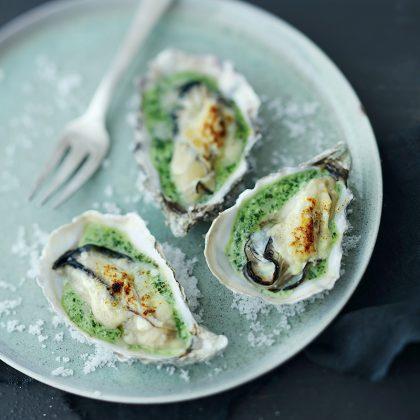 Huîtres gratinées au parmesan à la crème de roquette