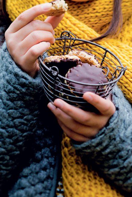 Biscuits aux amandes, flocons d'avoine et chocolat