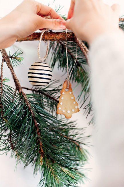 Découvrez notre recette de sablés de Noël à accrocher sur le sapin !